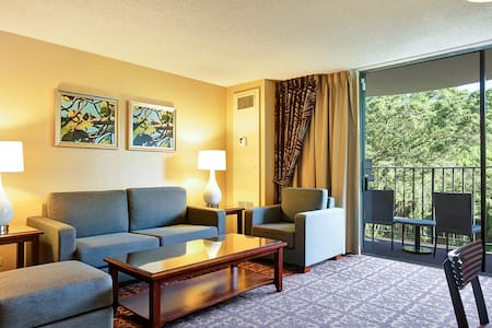 Spacious Suite at the Hilo Hawaiian - #505