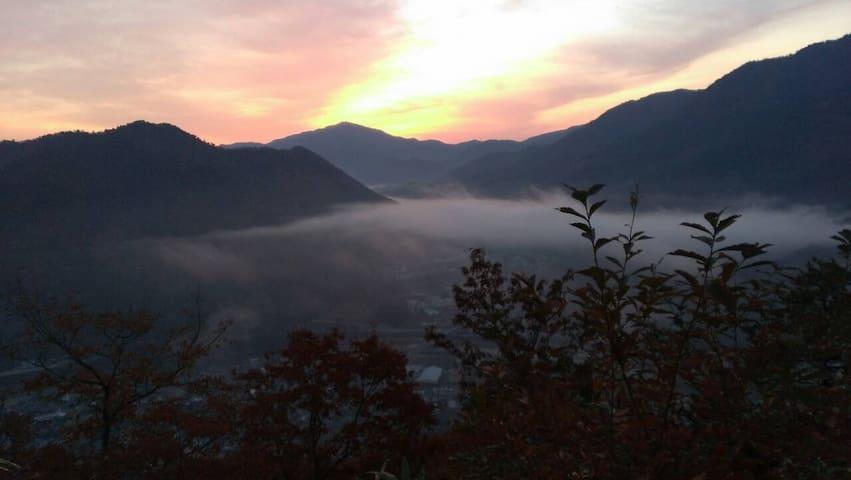 竹田城跡から の 雲海と 朝日  Sea OF clouds  and SUNRISE  from  Takeda castle ruins
