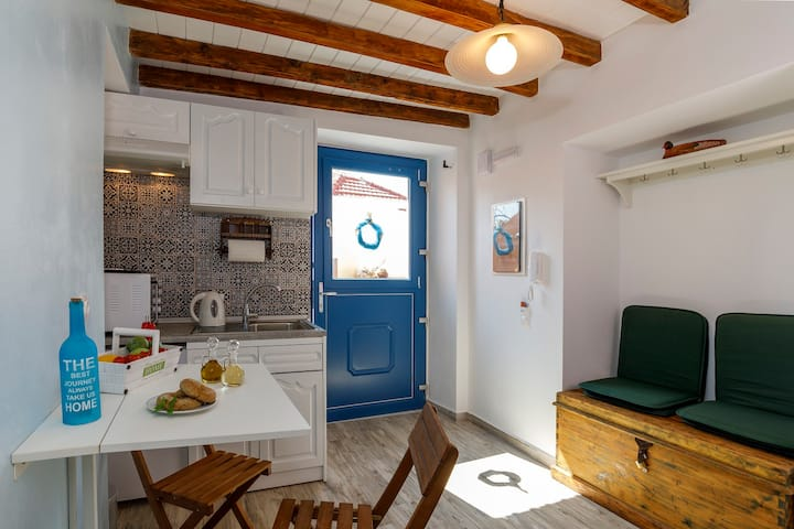 2 Traditional Greek House since 1830 1km Old Town