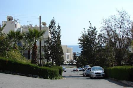 Уютные 1 сп. апартаменты рядом с пляжем (4 Сезона) - Agios Tychon - Apartamento