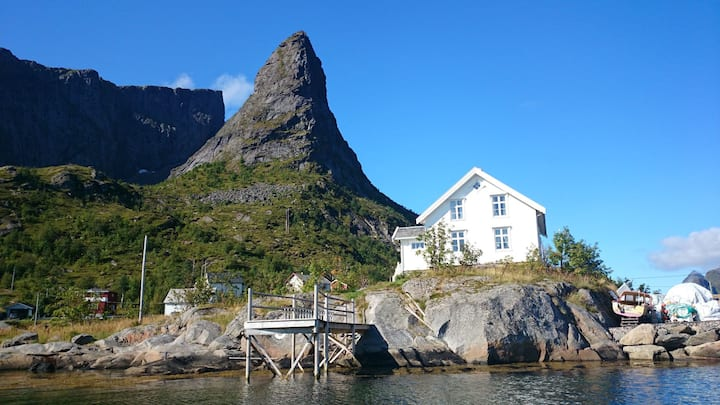 Wonderful house at the perfect location in Reine.