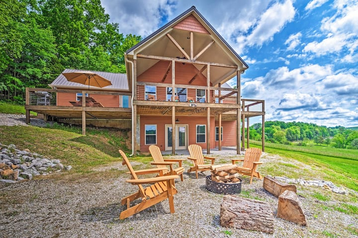 NEW! Luxurious Lakehouse Getaway at Mammoth Cave