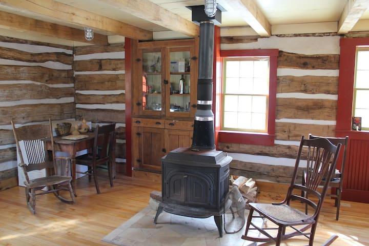 Historic Log Cabin - Decorah - Cabaña
