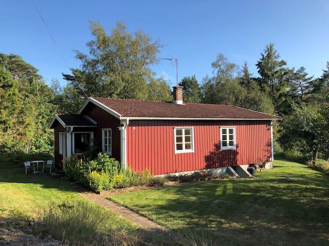 Eget hus nära havet på den svenska Västkusten