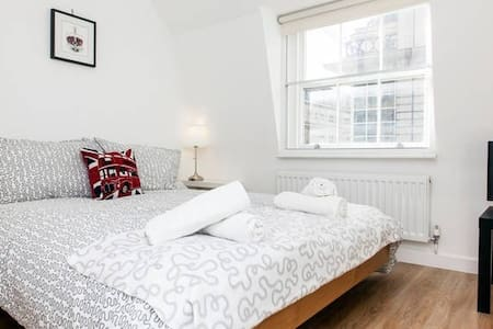 Airbnb Superhost Award Winner 2017 - Room 4.2 - Londra - Appartamento