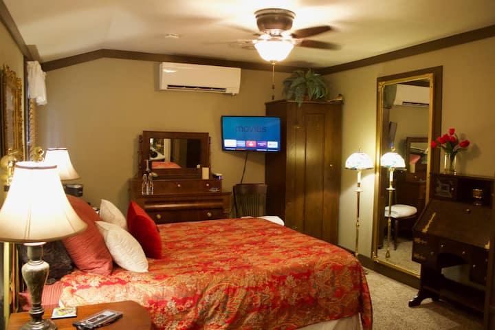 Quinn-Lodge stunning vintage bdrm & bath Ambler PA