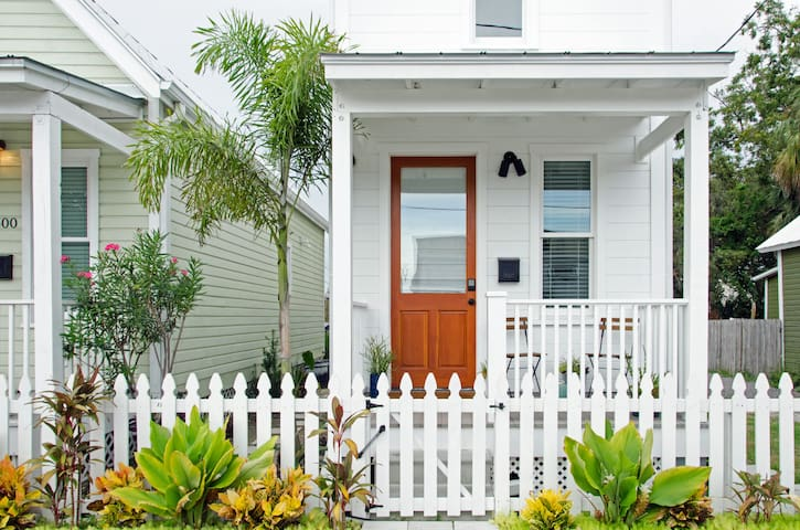 'Big' Tiny House in Historic Ybor City - 1 Bedroom