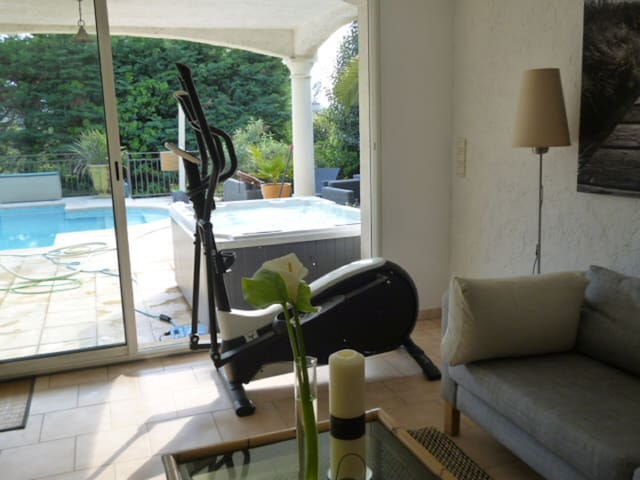 Grand studio dans mas provençal SPA et piscine - Mougins - Apartment