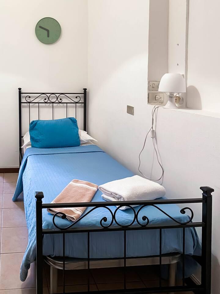 Camera singola con bagno privato