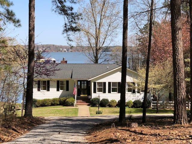 MAIN LAKE VIEWS ON PRIVATE COVE ON FLAT GRASSY LOT
