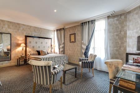 Elegant cosy suite near the Jardin des Plantes w/ free breakfast