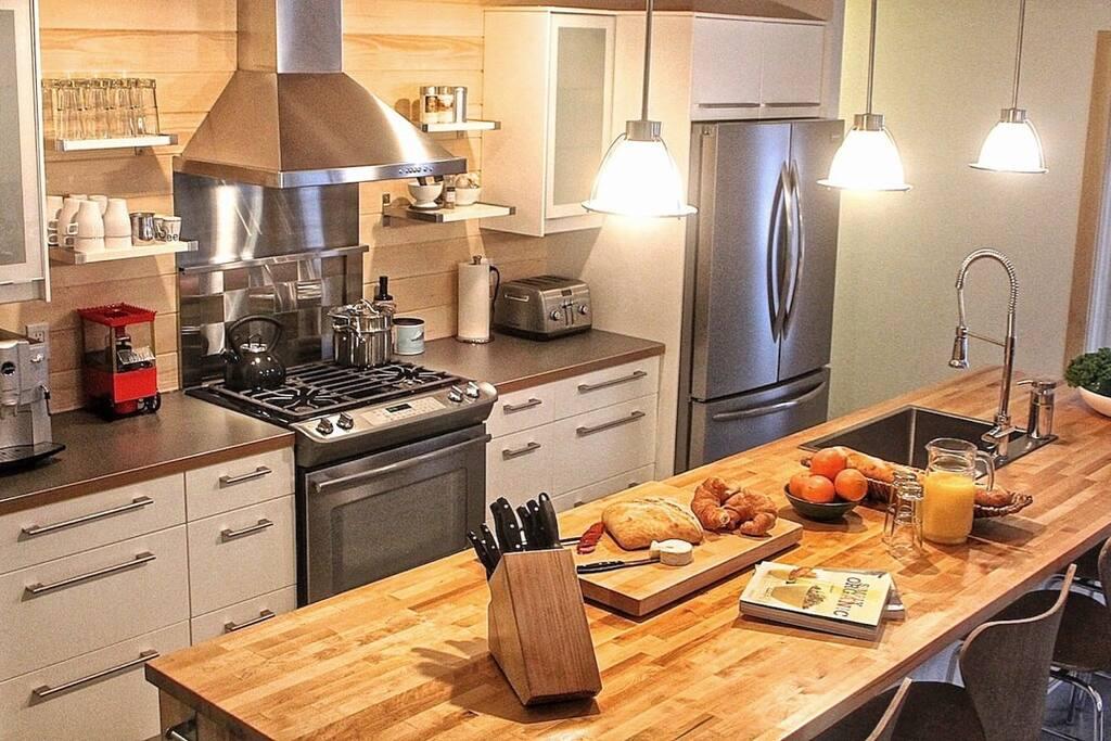 La cuisine moderne et entièrement équipée