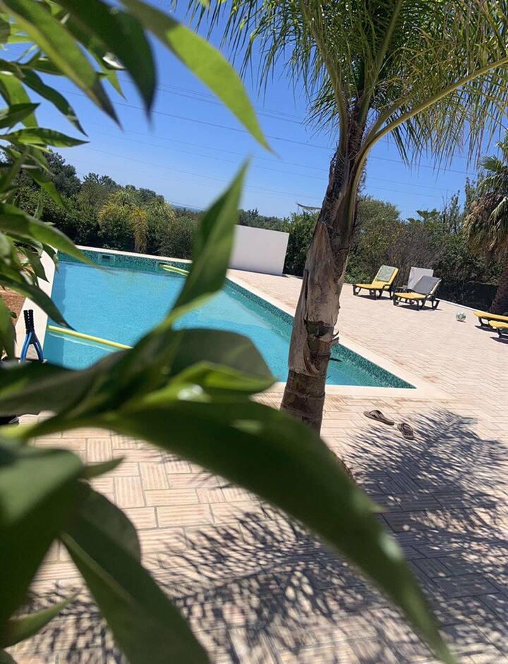 Chambre privée vue piscine à Olhão