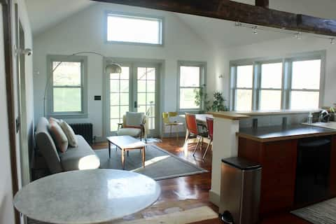 Stylish colonial 12 mins to Great Barrington