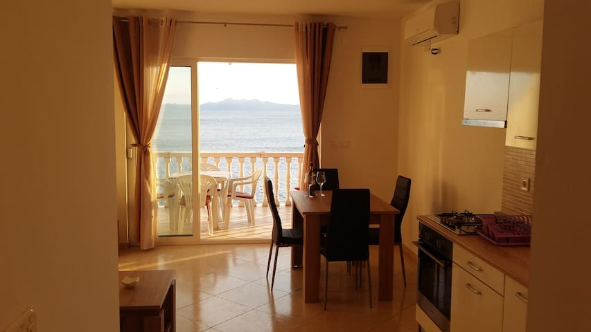 Apartment by the sea-quiet location - Brna - Apartamento