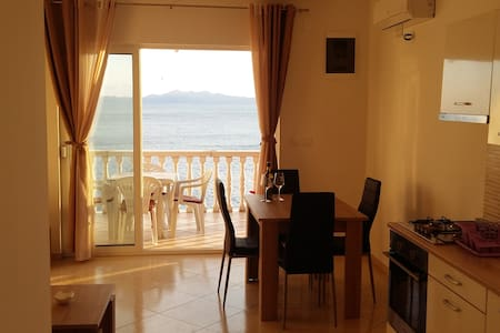 Apartment by the sea-quiet location - Brna - 公寓