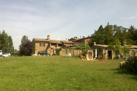Camera in agriturismo in aperta campagna - Montalcino - Bed & Breakfast