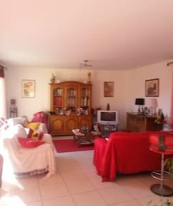loue chambre dans une villa - ビジエ (Béziers) - 別荘