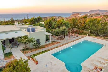 Stylish villa, private pool, large garden, sea view, en-suite bathrooms