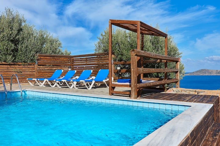 Relaxing 3 BD Villa, Seaview with pr.Pool -Elounda