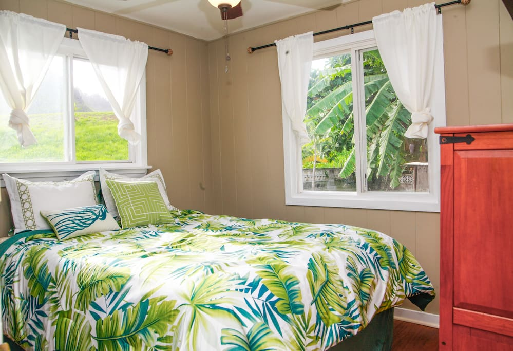 Wake up in Pardise with gorgeous mountain views!