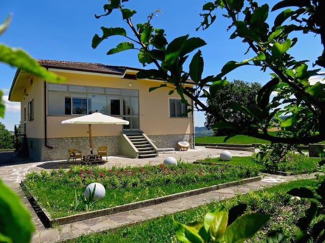 B&B Villa Cercis Novafeltria. - Novafeltria - Bed & Breakfast