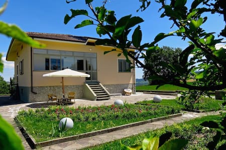 B&B Villa Cercis Novafeltria. - Bed & Breakfast