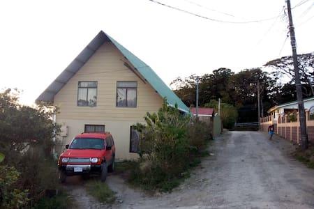 Casa de Esperanza y Melvin - Monteverde - Guesthouse