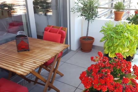 City Center, balcony and gorgeous view / Sept 3-25 - Vevey