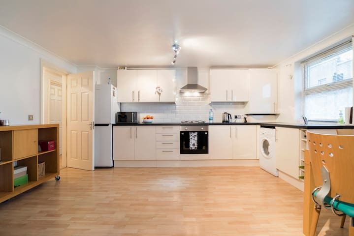 Clean room 15 min to Central London - London - Apartment