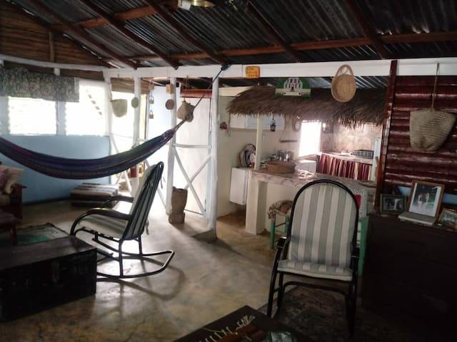 Estancia Claudia Rossette, Bahoruco-Ciénaga