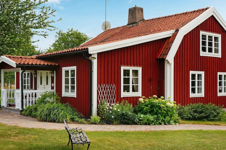 6 person holiday home in BLOMSTERMÅLA
