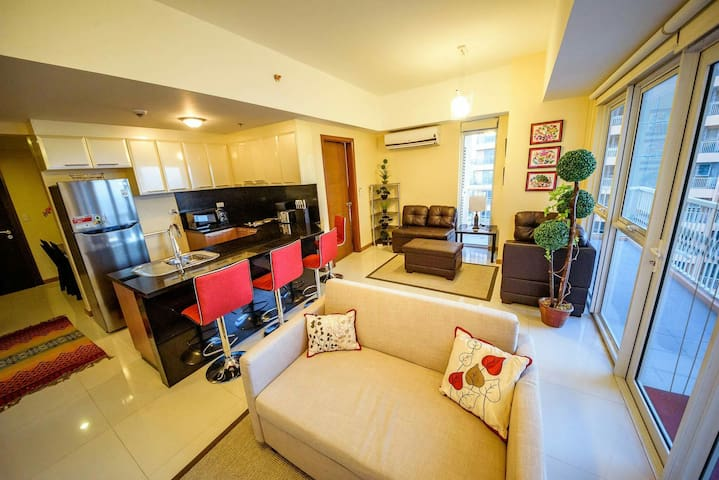 Luxury 1BR Balcony @ Venice Mall - McKinley Hill, Taguig City - Flat