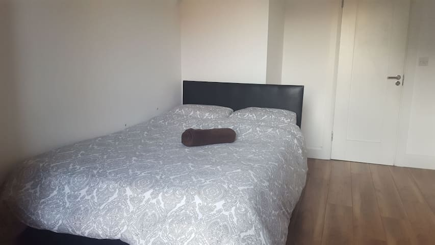 Comfortable and bright room near city center