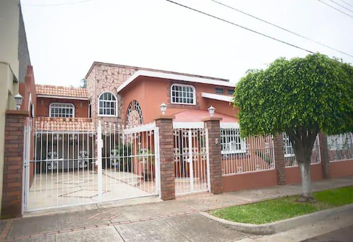 ❂ Casa Colonial Americana ❂