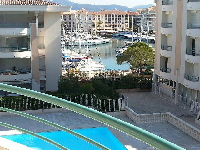 PORT-FREJUS sur les quais, piscine, parking, WIFI