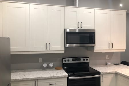 BRAND NEW Apartment- 5 min. Drive to the falls!