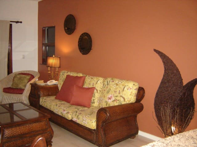 Living Room w/Private Lanai and Brand New Furnishings
