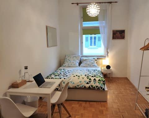 Schönes, helles Zimmer in bester Lage