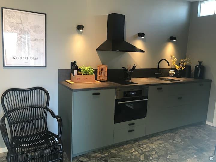 Nybyggd lägenhet i villa nära naturen