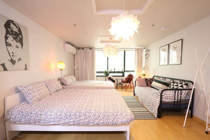 [Jun 8]Hongdae cozy room/Hongik univ stn.1min