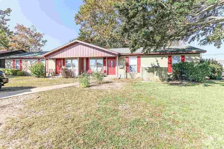 Gulf Breeze Home across from Golf Course