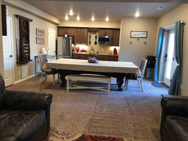 Guest Suite - Private Hot Tub & Pool