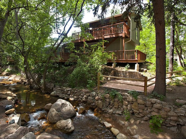 Romantic Retreat ON Creek! 5 Min Walk to Broadmoor