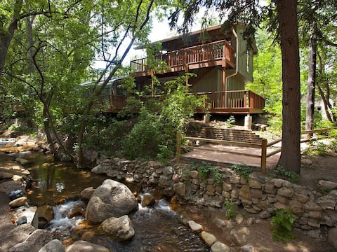 Romantic Retreat ON Creek! 5 Min Walk to Broadmoor