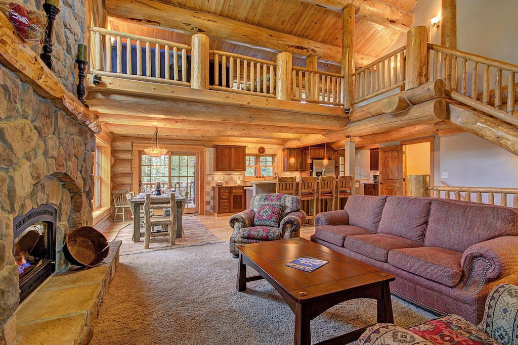 Large ceiling in the living room