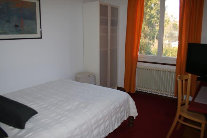 Chambre dans belle maison - Aïre - Haus