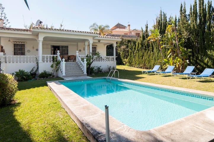 Big villa,pool& garden, very quiet - Estepona - Villa