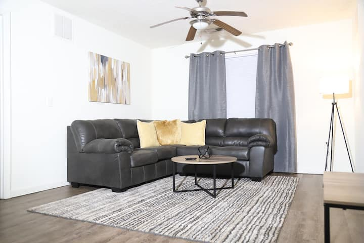 Cozy condo minutes away from FAMU, FSU, & TCC!