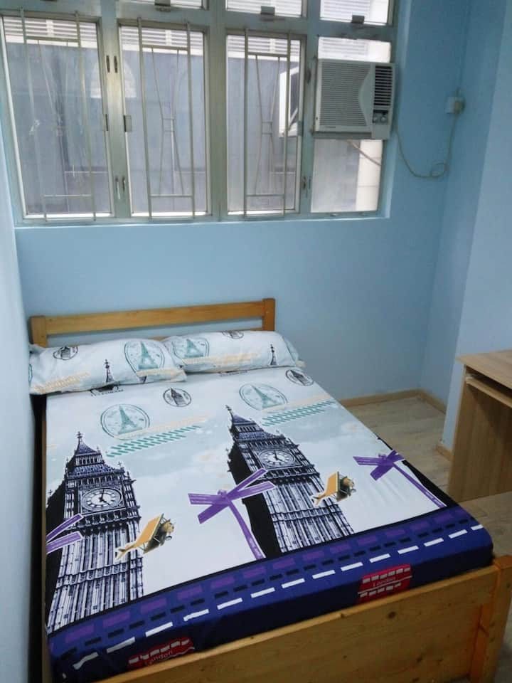 Modern  apt in Causeway Bay with rooftop (C18)